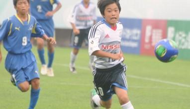 フォトギャラリー – 第37回全日本少年サッカー大会1次ラウンド【横浜F・マリノスプライマリーvsテイヘンズFC金沢】